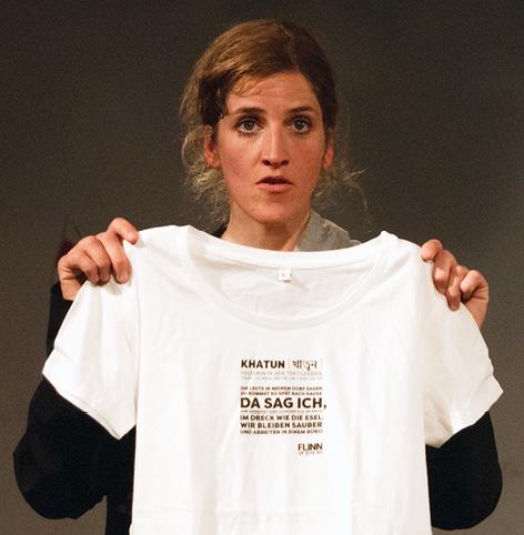 Wer ist bereit, wirklich fair zu bezahlen? Der Verkauf von T-Shirts ist Teil der Theaterperformance. Foto: ©Flinntheater, Alex Barta