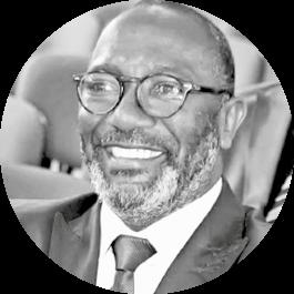 Souleymane Oulai ist Gründer von Studio Mozaik in Abidjan. Aus der Schule soll in Zukunft ein Radiosender werden. ©Zeitenspiegel