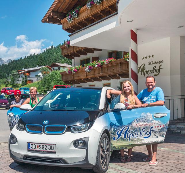 Der i3 des Hotel Alpenhof: Betriebsfahrzeug, Mietauto und mobiler Werbeträger in einem. Foto © Edgar David