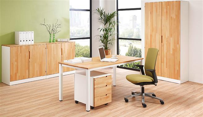Das Holz im Büro sollte zertifiziert sein und als nachhaltig bewirtschaften Wäldern stammen.