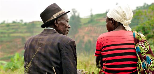 Ruanda: Zwischen Opfern und Tätern werden versöhnende Gespräche organisiert. Foto: © Uli Reinhardt/zeitenspiegel/Peace Counts