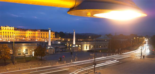 Verkehrsleitsysteme sind ein neuralgischer Punkt bei der Infrastruktur einer modernen Metropole: Fallen sie aus, bricht innerhalb von Sekunden das Chaos aus. Störungsfreie Mobilität und die Sicherheit der dafür nötigen Kommunikationskanäle sind Schwerpunkte der Sicherheitsforschung des bmvit. Foto: © TINA Vienna