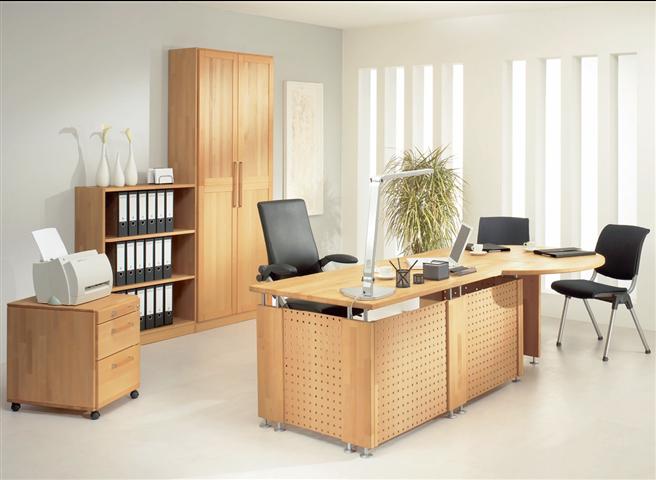 Büromöbel aus Massivholz sind zwar teuer, bieten aber viele Vorteile: sie überstehen kleine Zusammenstöße im (Arbeits-) Alltag sowie bei Umzügen mit Auf- und Abbau. Bei ihrer Produktion wird im Vergleich zu Spanplatten wenig Energie benötigt und sie haben das Zeug zum dauerhaften Klassiker. © Picasa
