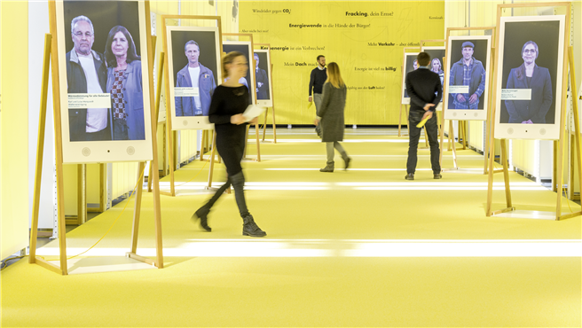 Das interaktive politische Parkett: Hier schlüpfen Besucher der Ausstellung energie.wenden in die Rolle von Entscheidungsträgern, um die Energiewende mit allen damit verbundenen Herausforderungen voranzutreiben. © Deutsches Museum