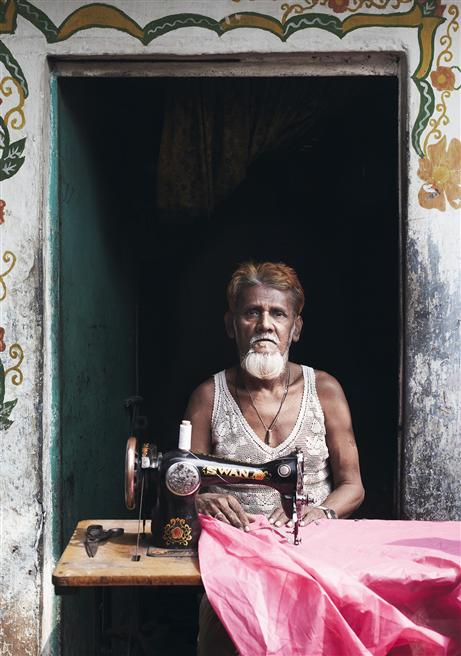 Schon geringe Investitionen – zum Beispiel in eine Nähmaschine, Bildung oder ein kleines Ladengeschäft – können Menschen in Entwicklungsländern dabei helfen, die Armutsspirale aus eigener Kraft zu verlassen. © Roger Richter