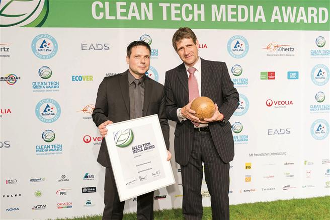Dr. Karl Reinhardt Kolmsee (rechts), Geschäftsführer Smart Hydro Power auf dem Clean Tech Media Award. © Green Tech-Awards
