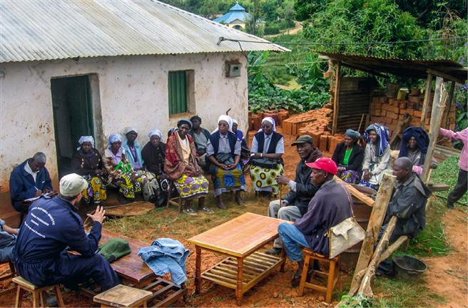 Als das nicht reicht, entscheidet er sich, auch noch regionale Heißwasserkollektoren zu entwickeln und zu produzieren. Damit schafft er sinnvolle Arbeitsplätze und es konnte bereits eine große Werkstatt gebaut werden. // Fotos: © SOFIs WORLD – Social Finance