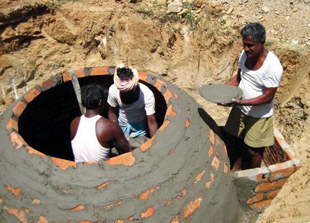 Die lokale Bevölkerung kann kleine Biogasanlagen selbst erstellen und betreiben. © Klima-Kollekte