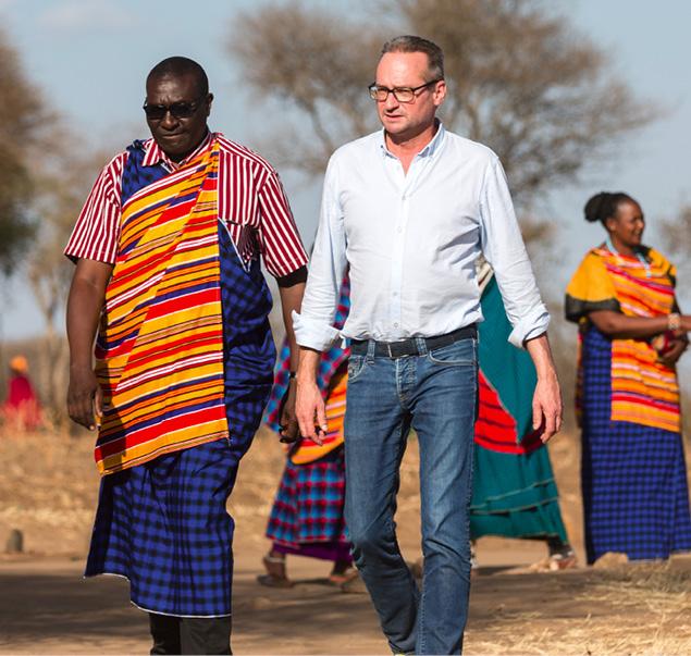 Sören Hartmann besucht persönlich die geförderten Projekte, um sich vor Ort von der sinnstiftenden Verwendung der eingesetzten Mittel zu überzeugen. Er setzt dabei auf die Kooperation mit starken Partnern vor Ort. © DER Touristik
