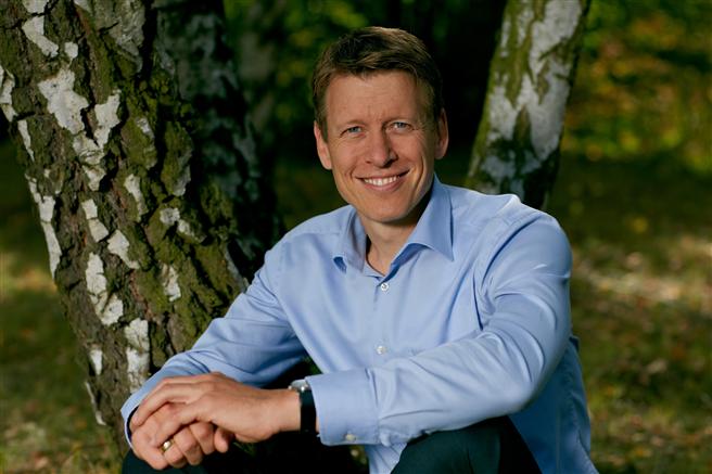 Prof. Dr. Harald Zeiss ist Vorstandsmitglied bei Futouris. Er studierte BWL und Politikwissenschaften und erwarb einen MBA in den USA. 2005 wurde er an der WHU in Vallendar promoviert. Anschließend wechselte er zum Reiseveranstalter TUI Deutschland für verschiedene Verantwortungsbereiche. Von 2009 bis 2016 leitete er dort das Nachhaltigkeitsmanagement. Seit dem Jahr 2012 ist Zeiss außerdem Geschäftsführer des Instituts für nachhaltigen Tourismus Inatour. ©Inatour