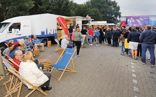 Das 'Infomobil' ist ein beliebter Anlaufpunkt bei Veranstaltungen im Umfeld des Flughafens. Am Nachbarschaftspreis können sich Vereine und Einrichtungen aus der Umgebung beteiligen © HH Airport /M.Penner