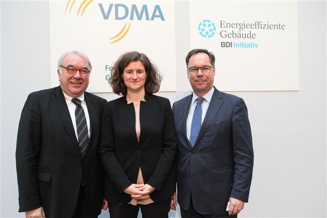 von links nach rechts: Uwe Beckmeyer, MdB, Parlamentarische Staatssekretär im BMWI; Naemi Denz, Mitglied der Hauptgeschäftsführung im VDMA; Holger Lösch, Mitglied der Hauptgeschäftsführung im BDI. Foto: VDMA