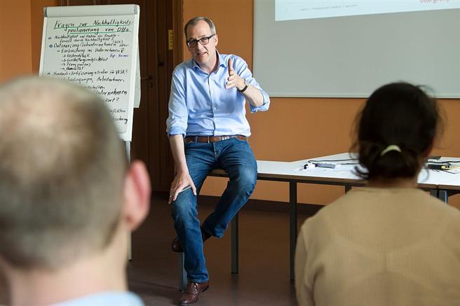 Prof. Merck von der OTTO Group, einer der renommierten Dozenten des Zertifikatskurses . Foto: S.Hermannsen