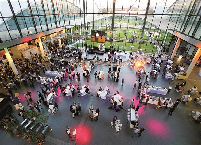 Zur Entspannung und Kontaktvertiefung findet am 29.06. eine After-Work-Party im Messe Atrium statt. Foto: REECO GmbH.