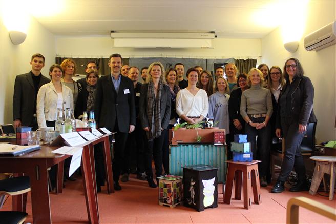 Am Ende der Praxiswoche präsentierten die Studierenden ihre innovativen Lösungsansätze einer vierköpfigen Jury. Foto: WERKHAUS