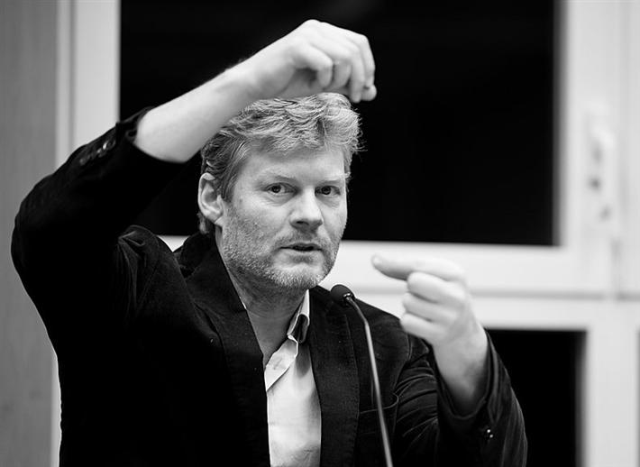 Der Salzburger Autor, Tanzperformer und politische Aktivist Christian Felber ist Gründungsmitglied von Attac Österreich und Initiator des Projekts Bank für Gemeinwohl und der Gemeinwohl-Ökonomie. © Norbert Kopf