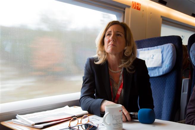 Sabine Nallinger fährt beim Interview auf dem Weg zurück von Paris. Foto: Björn Förster