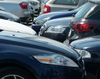 Die globale Konkurrenz der hochmonopolisierten Automobilindustrie ist härter denn je. © Günther Schad / pixelio.de
