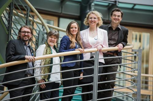 Gründer für das Gute – die neuen Ashoka Fellows (v.l.n.r.): Roman R. Rüdiger, Annette Habert, Mira Maier, Silke Mader, Jacob Radloff (Bilder: Christian Klant, Miguel Perez) (Bild: Christian Klant)