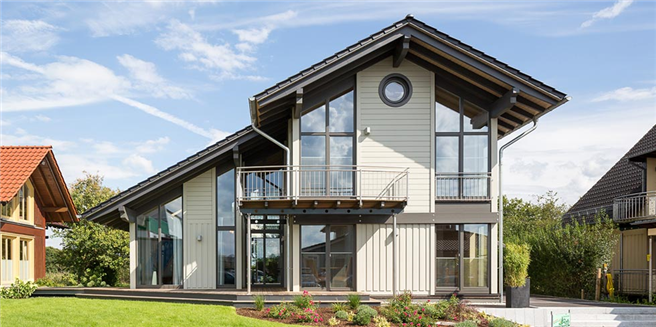 Über 40 Kubikmeter des natürlichen Baustoffes werden bei durchschnittlichen Einfamilien-Massivholzhäusern verbaut. © Stommel-Haus