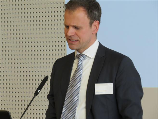 Prof. Dr. Jens Strüker, designierter Studiendekan des Master-Studiengangs Energiemanagement an der Hochschule Fresenius. © Hochschule Fresenius
