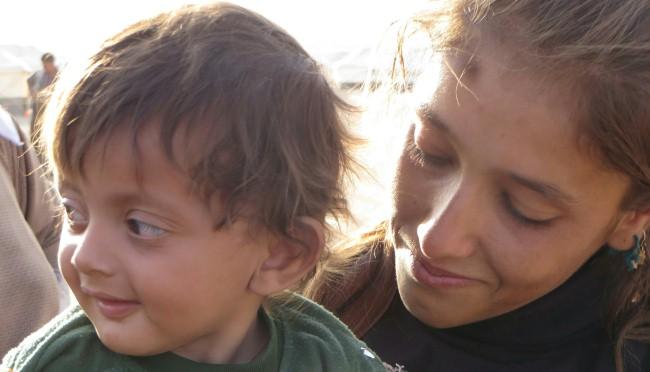 """Auch in diesem Jahr spendet das Unternehmen von jeder verkauften Flasche """"Familienpunsch' und """"Heißer Winterapfel' wieder 5 Cent für Flüchtlinge. © missio-Projektpartner CAPNI (Irak)"""