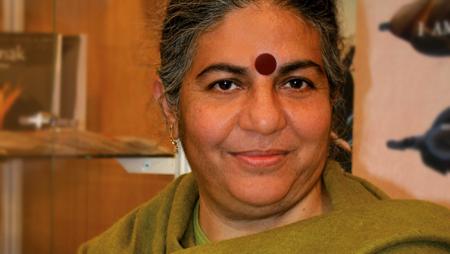 Dr. Vandana Shiva, Trägerin des Alternativen Nobelpreises, ist ebenfalls auf dem Podium. © GEPA – The Fair Trade Company