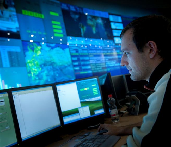 Mitarbeiter im T-Systems Rechenzentrum in Magdeburg. © 2015 Deutsche Telekom AG