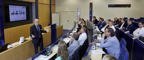 20 Unternehmensvertreter erarbeiteten Ende Juni 2015 konkrete Ansätze für Nachhaltigkeitsstrategien und nachhaltige Kommunikation. © VDMA