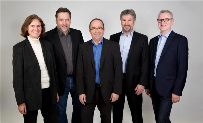 Der Vorstand der memo AG: (Von links) Ulrike Wolf, Richard Wolf, Thomas Wolf, Frank Schmähling und Helmut Kraiß. Zu den Gründungsmitgliedern des Unternehmens gehören Ulrike Wolf, Thomas Wolf und Helmut Kraiß. Foto: memo AG