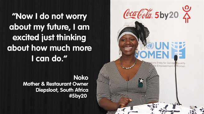 Noko, die fünf Kinder in ihrer Obhut hat, besitzt ein Restaurant in Diepsloot, Südafrika. In einem Workshop, der ihr von 5by20 und UN Women angeboten wurde, erwarb sie Fähigkeiten in den Bereichen Buchhaltung und Marketing und anderes kaufmännisches Wissen. Sie erzählt, dass sie nun mehr Vertrauen hat und sich ihr Gewinn beinahe verdoppelt hat. Noko sagt: 'Manchmal, wenn ich mich in meinem Geschäft umsehe, denke ich daran, wie weit ich es gebracht habe und ich könnte vor Stolz weinen. Jetzt mache ich mir keine Sorgen mehr um meine Zukunft, sondern bin aufgeregt, wenn ich daran denke, was ich noch alles tun kann.' Foto: Coca-Cola.