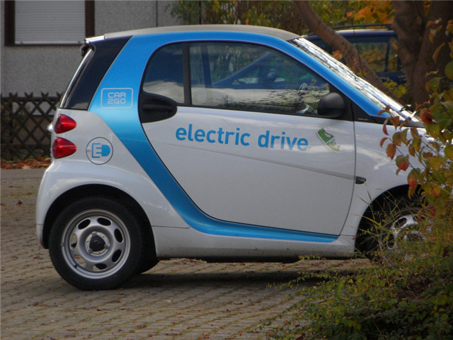 Der größte Teil der Vereinsflotte ist elektrisch, ein E-Smart, drei elektrische Lastenräder sowie zwei Pedelecs, ergänzt durch einen konventionellen VW Caddy. Foto: Efraimstochter, pixabay.com