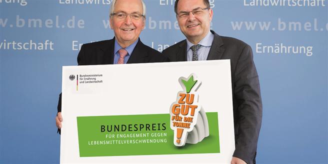 Prof. Klaus Töpfer und Bundesminister Christian Schmidt starten den Zu gut für die Tonne!-Bundespreis. Foto: BMEL/photothek/Thomas Trutschel