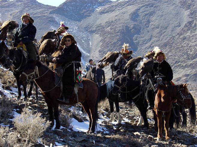 Lernen Sie die einheimische Bevölkerung der Mongolei zum Beispiel beim traditionellen Adlerfest kennen. Foto: Fairaway Travel GmbH