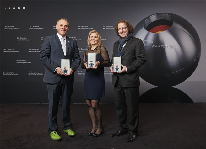 TOP 3 Ressourceneffizienz: Helmut Fliegl (Fliegl Fahrzeugbau), Virginie Helias (Procter & Gamble), Lars Baumgürtel (ZINQ). Foto: ZINQ Voigt & Schweitzer