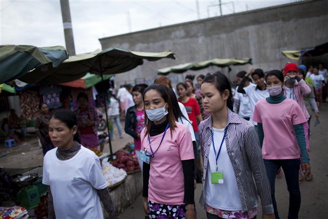 Arbeiterinnen der Textilfabriken in Kambodscha. © Will Baxter