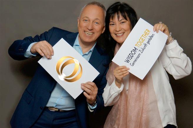 Yuko und Alfred Tolle haben mit WISDOM togehter ein internationales Netzwerk gestartet, das aktiv Zukunft gestalten möchte. Foto: WISDOM together