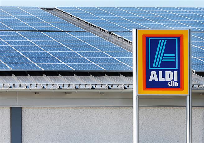 Die Fotovoltaikanlagen auf mehr als 1200 ALDI SÜD Filialen produzieren zusammen jährlich 112 Millionen Kilowattstunden Strom. © ALDI SÜD