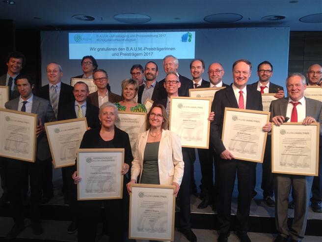 Alle B.A.U.M.-Preisträger freuen sich über die Auszeichnung. © Fritz Lietsch
