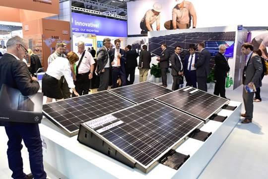 Auf der Messe München findet sich die Solarwirtschaft ein, um Neuheiten zu präsentieren. © Solar Promotion GmbH