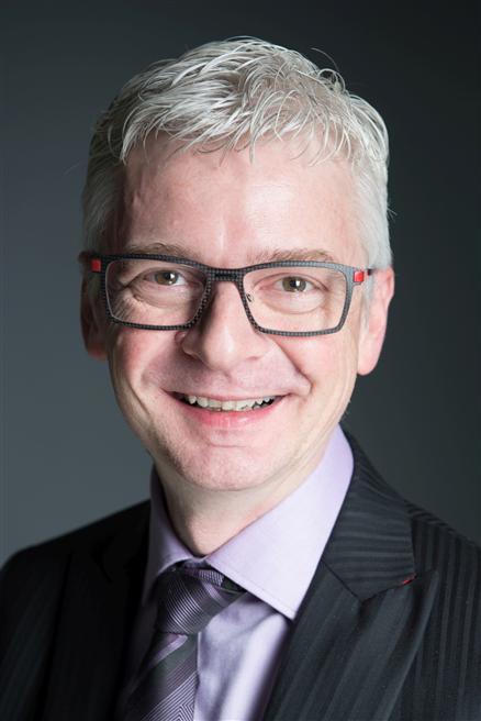 Stefan Häseli regt als internationaler Speaker dazu an, wirkungsvolle Kommunikation im Alltag mit Spaß zu erleben. © Stefan Häseli