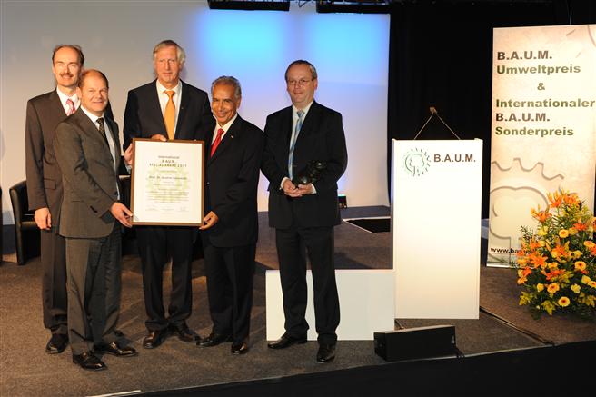 Für sein langjähriges Engagement wurde Ibrahim Abouleish 2011 mit dem B.A.U.M.-Sonderpreis geehrt. © B.A.U.M. e.V.