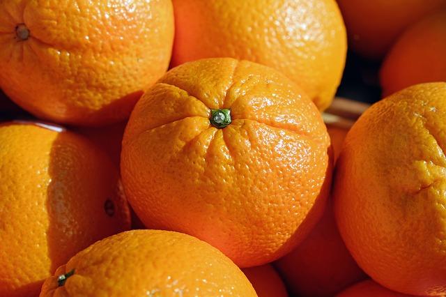 Eine noch unbekannte Krankheit sorgt für Ausfälle bei der Ernte von Bio-Orangen. © Couleur/pixabay