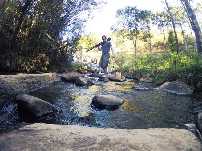Daniel Metzke bei Dreharbeiten entlang der Quellgebiete des Paraíba do Sul, welche die Metropolregion von Rio de Janeiro versorgen. © privat