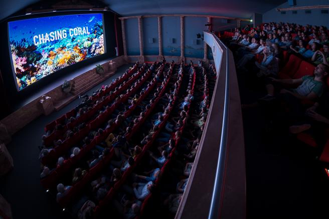 Volles Kino in Winterthur beim Hauptfilm Chasing Coral. © Reto Werder, Filme für die Erde