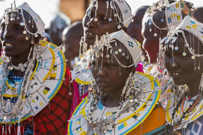 Massai-Frauen bei der Eröffnung des Frauenbildungszentrums in Emboreet © DER Touristik