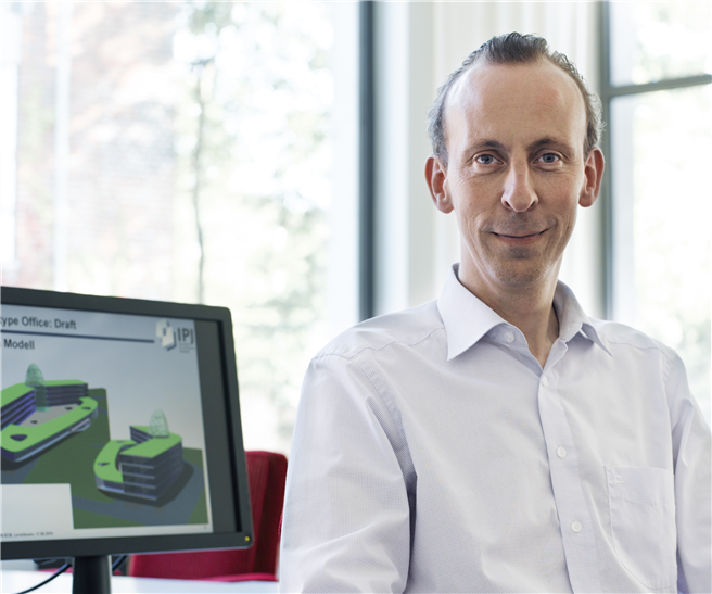 Der diesjährige Preisträger des österreichischen Staatspreises für Architektur und Nachhaltigkeit Diplom-Ingenieur Patrick Jung © Mathias Baumann