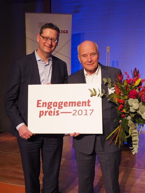 Von links nach rechts: Thorsten Schäfer-Gümbel (stellv. SPD-Parteivorsitzender), Bernward Jopen (Leonhard) © Engagementpreis 2017