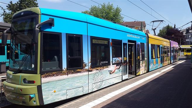 Wenn Straßenbahnen und Busse zuverlässiger fahren, braucht es weniger Fahrzeugreserven für Verspätungen © jebisa, pixabay