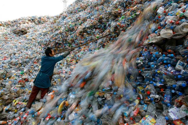 Plastikabfall verschmutzt die Weltmeere. © Vepa